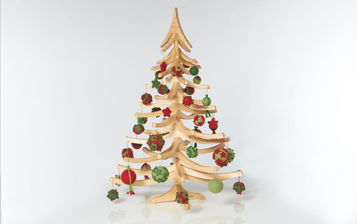 albero-di-natale-in-legno-albert-decorato