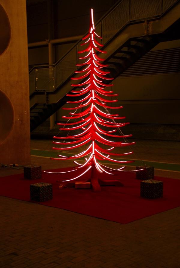 Fiera arti e mestieri Roma albero di natale in legno albert 4 metri rosso roma